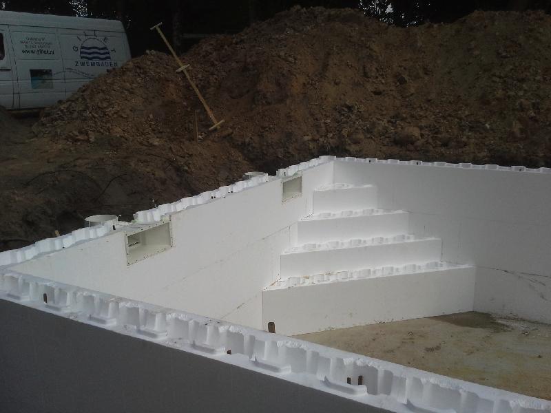 Zwembad Rijksstraatweg opbouw trap en overzicht (26).png